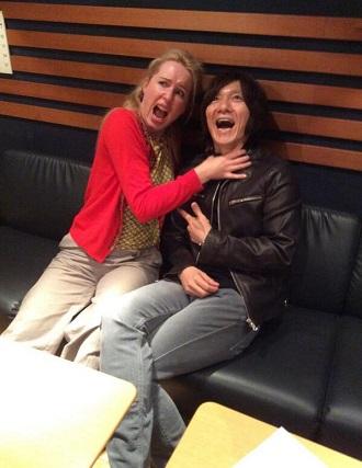 ドナ・バークさんと吉井さん。: ...